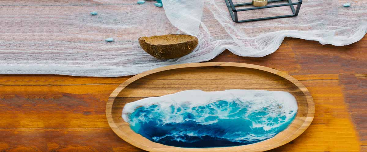 Clear epoxy resin for wood